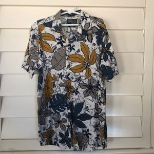 Boys O'Neill short sleeve button down shirt- M